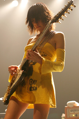 pj-harvey-live-ferrara-2011-biglietti